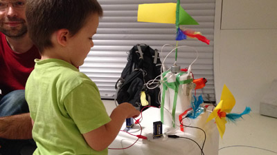 Motors, batteries, cables, foam, feathers, color paper… to build a personal totem pole.