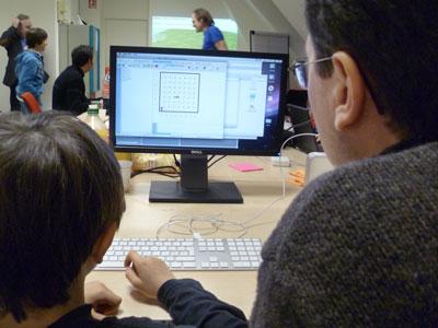 Laurent et son fils faisant du Python avec RUR-PLE